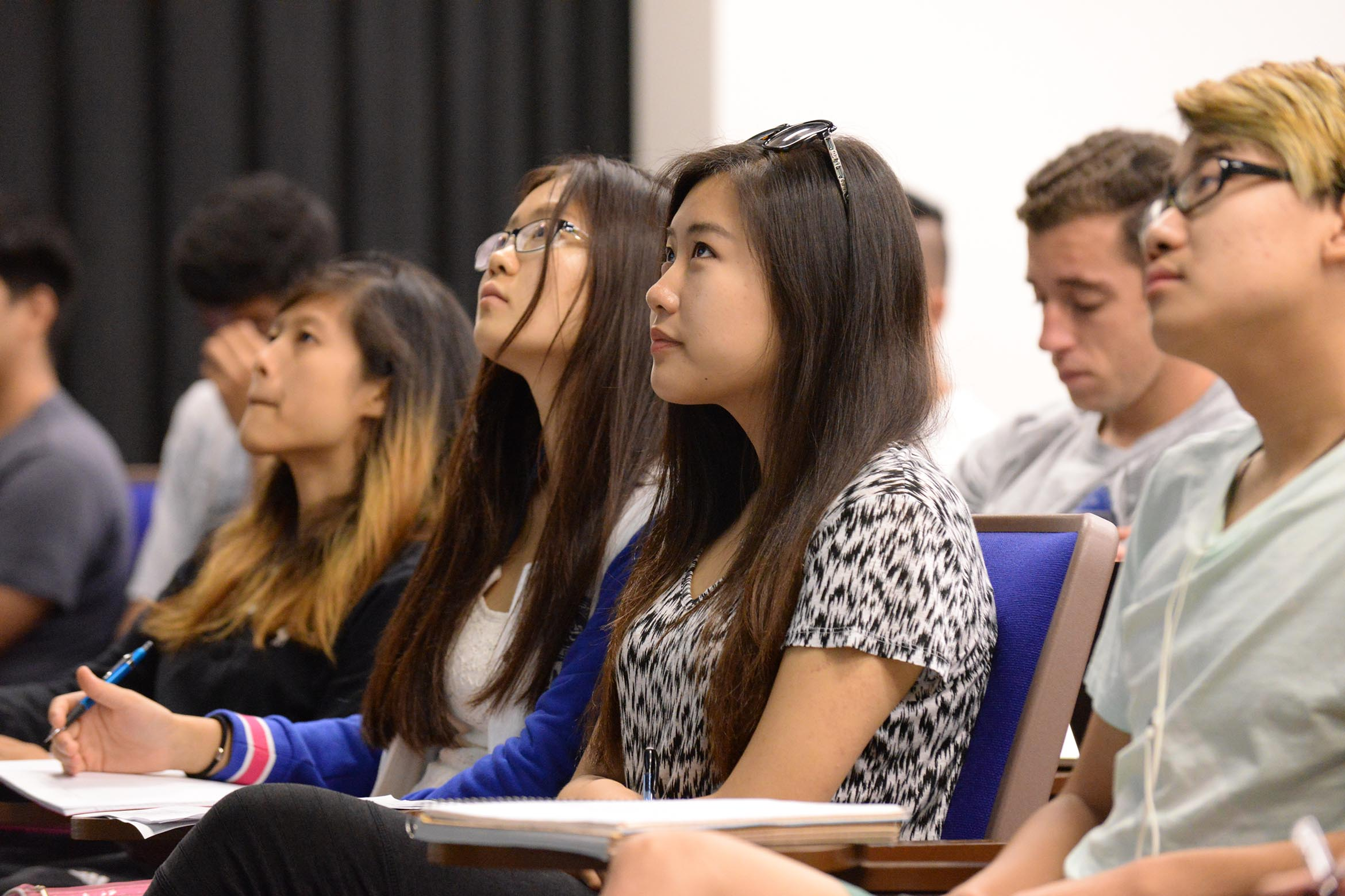 A group of students listen to a lecture.